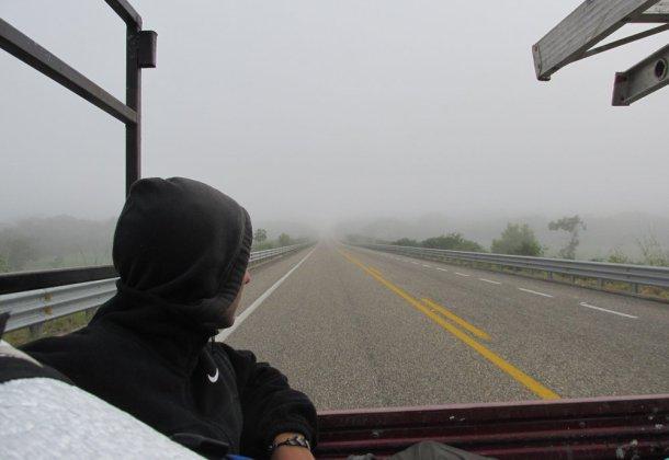 Autostop-mochilero-viajando-cajuela-web