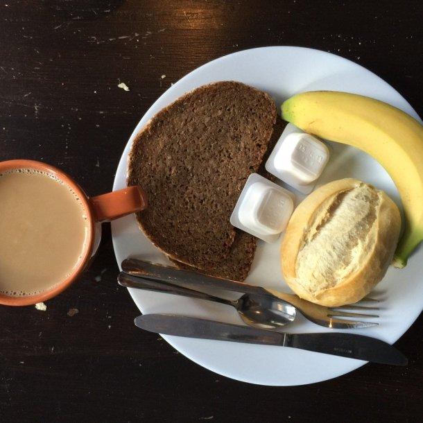 Sunflower-Hostel-Berlin-desayuno-completo-buffet