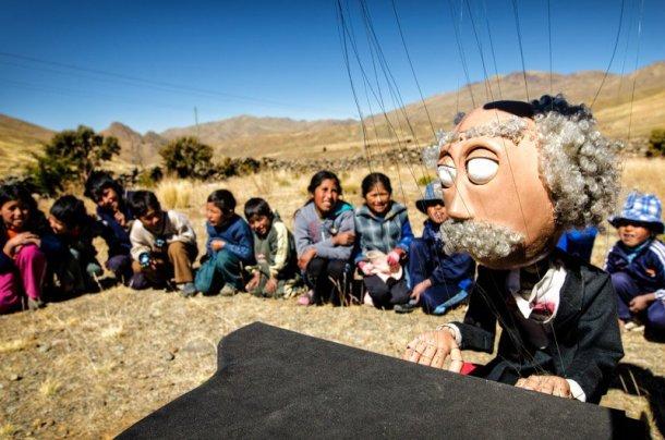 Titiribici-mochilero-sudamerica-bicicleta-marionetas-3