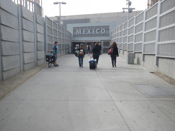 Mexico en bicicleta cruzando la frontera en Tijuana