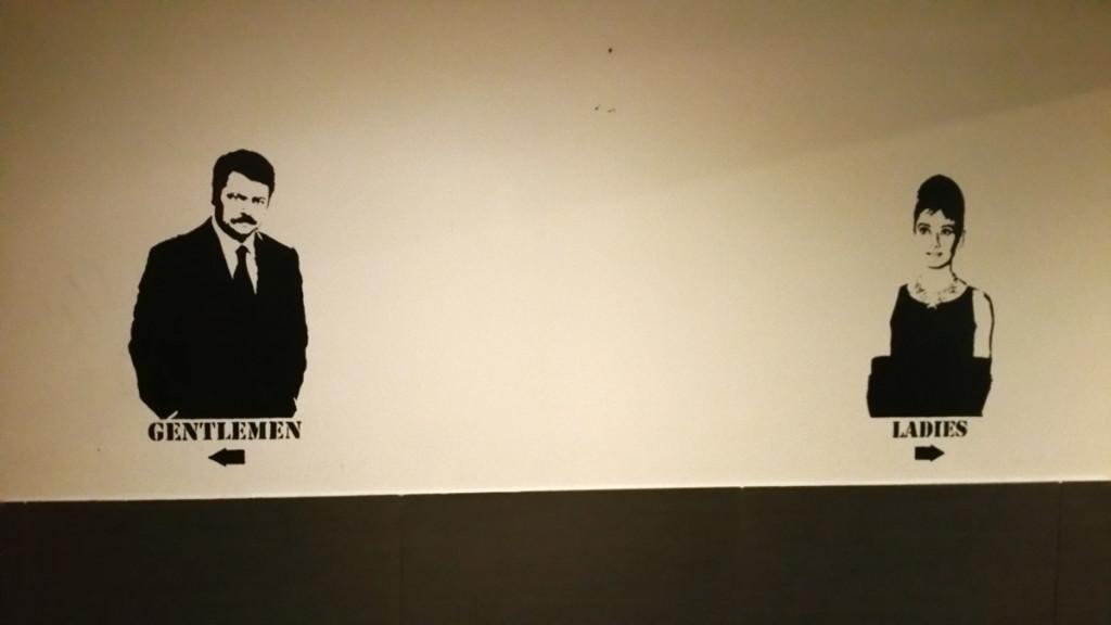 Plus-Berlin-Hostel-baños-letreros