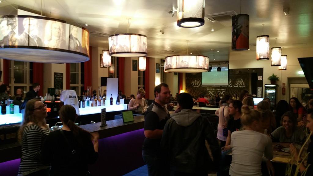 Plus-Berlin-Hostel-bar-restaurante