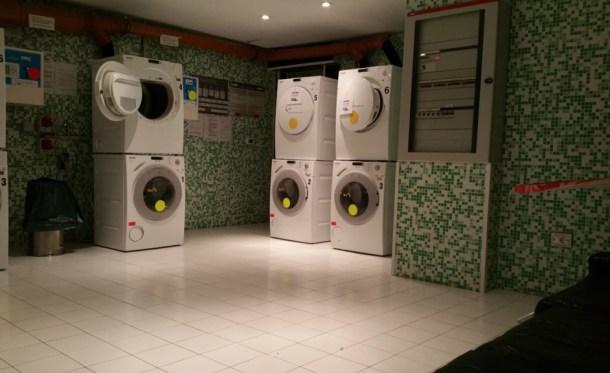 Plus-Berlin-Hostel-lavanderia