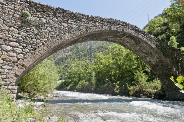 Puerte románico en La Margineda