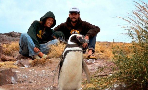 Oscar y Cristina de La Nostra Volta, un viaje en autocaravana alrededor del mundo haciendo surf