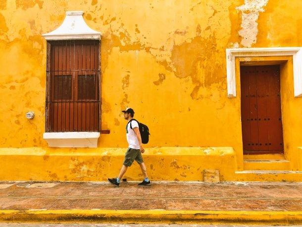 Iosu en México con su seguro mochilero de viaje en la mochila