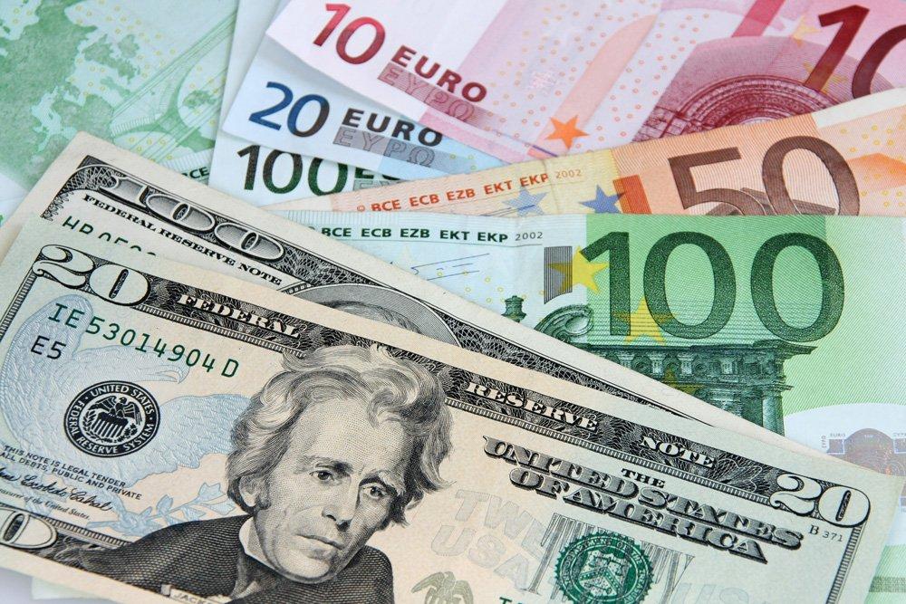 cambio de divisas entre dólares y euros