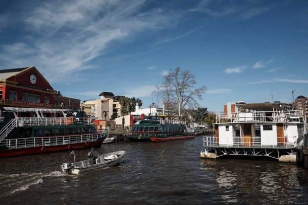 realiza una excursión hasta Tigre por el río de la Plata
