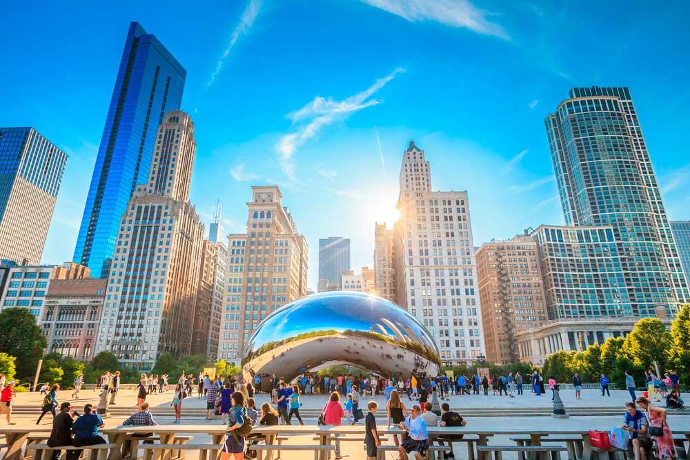 El icónica Cloud Gate de Chicago es una de las principales atracciones de la llamada ciudad del viento