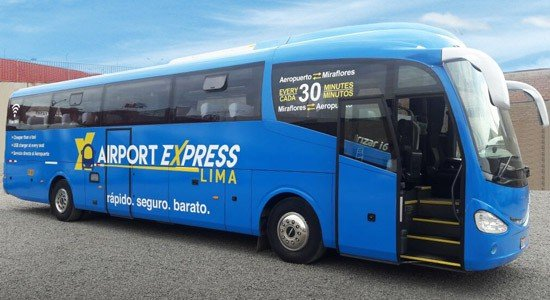 Autobús de Airport Express Lima en el aeropuerto internacional Jorge Chávez