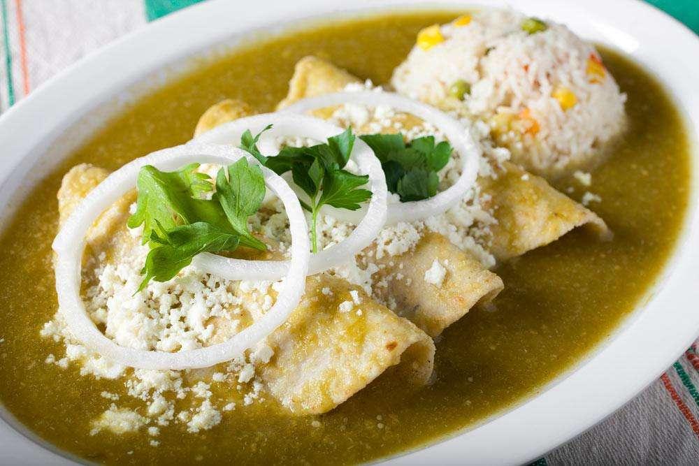 comida mexicana - enchiladas verdes