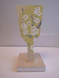 白梅・姫羽子板(個人蔵)雲肌麻紙、岩絵の具、膠、墨、胡粉 / 画 望月麻里 Mari Mochizuki