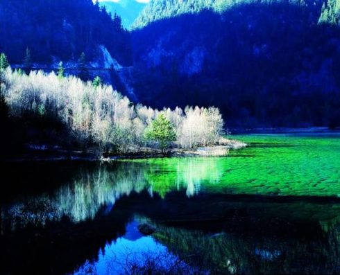 valley Jiuzhaigou -Valley of Nine Villages- is a spectacular national park-Sierra Min Shan, China