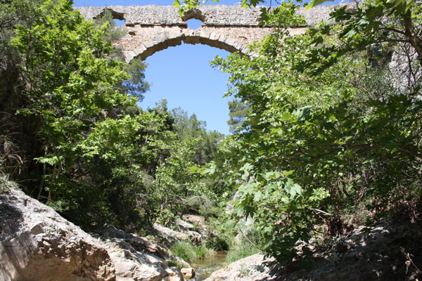 the largest aqueduct bridge in Turkey 4