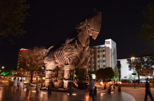 "the Trojan horse used in the Brad Pitt Movie ""Troy"" 7"