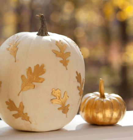 indoor halloween decorating ideas with pumkin 8
