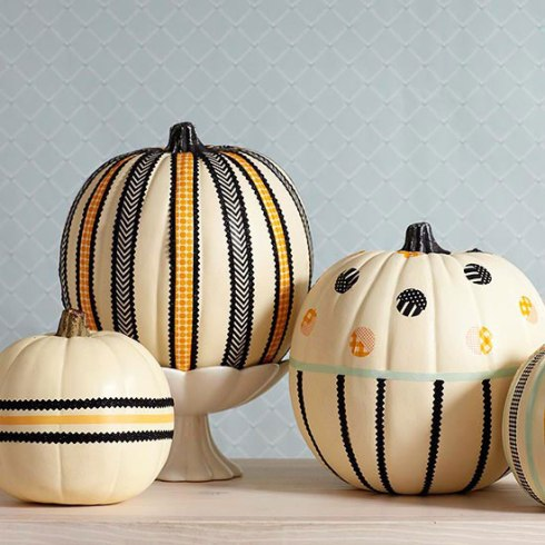indoor halloween decorating ideas with pumkin 12