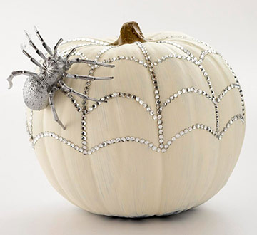 indoor halloween decorating ideas with pumkin 13