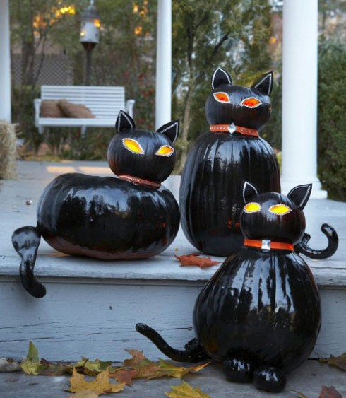 outdoor halloween decorating ideas with pumkin 19