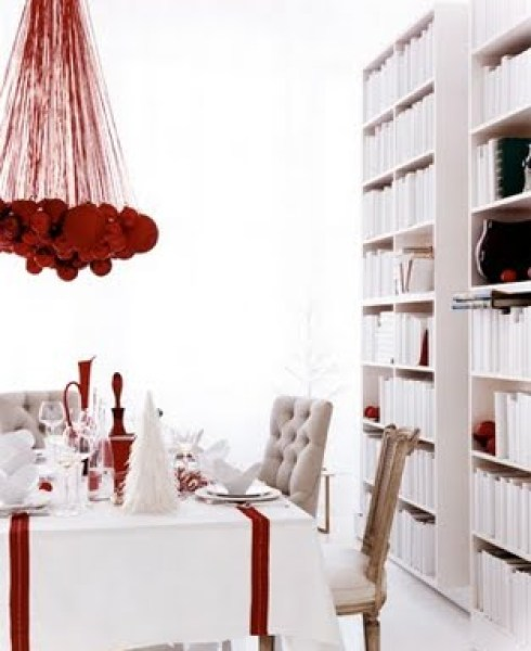 interesting red ornamental spherechristmas table decor ideas