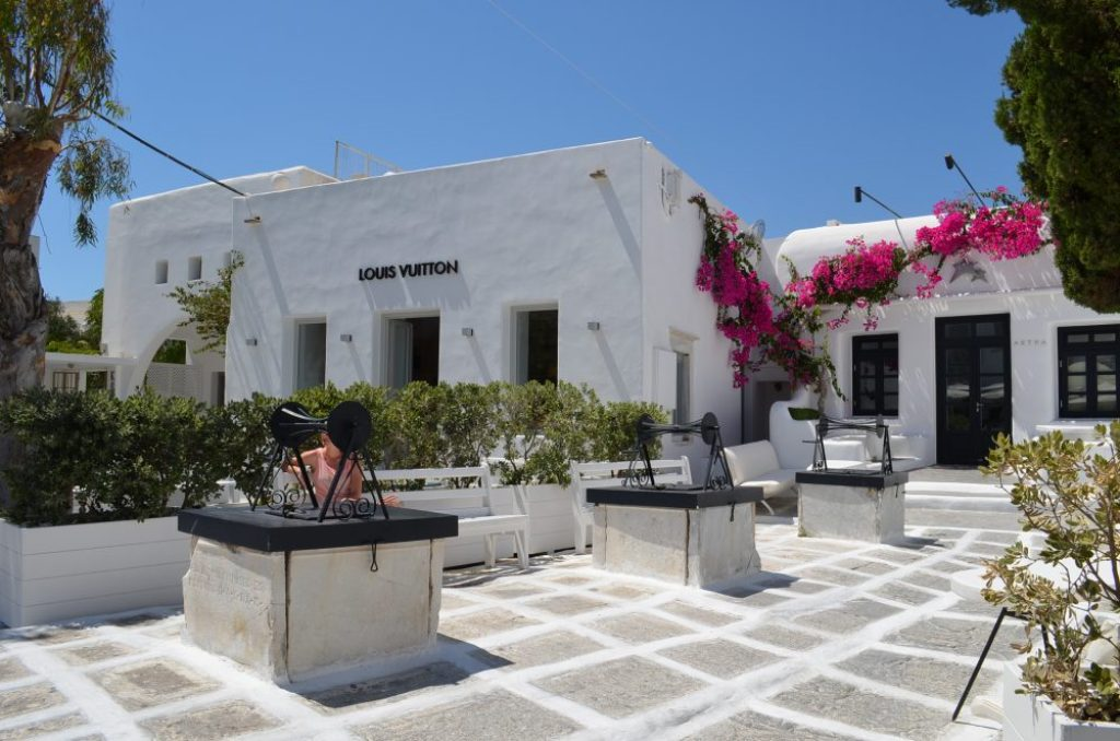 interesting things to see in Greek island Mykonos, cobbled street 7