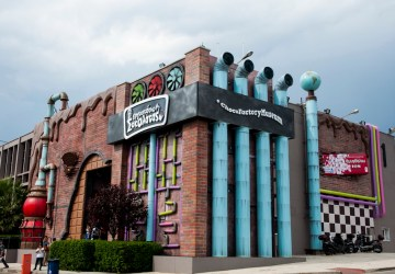 bizarre and weird museums, chocofactory exterior 4