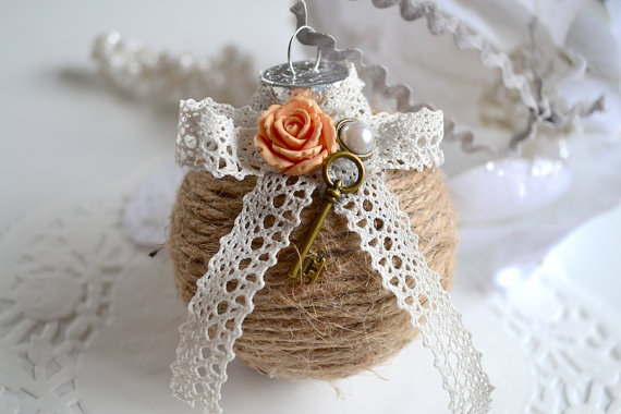 diy christmas ornament, key and flower decor