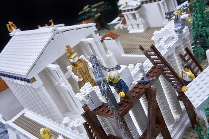 amazing lego structure of parthenon 2