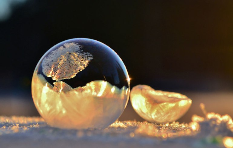 Frozen art by nature, bubbles 3