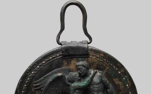 mirror-of-Eros-found-in-Vergina