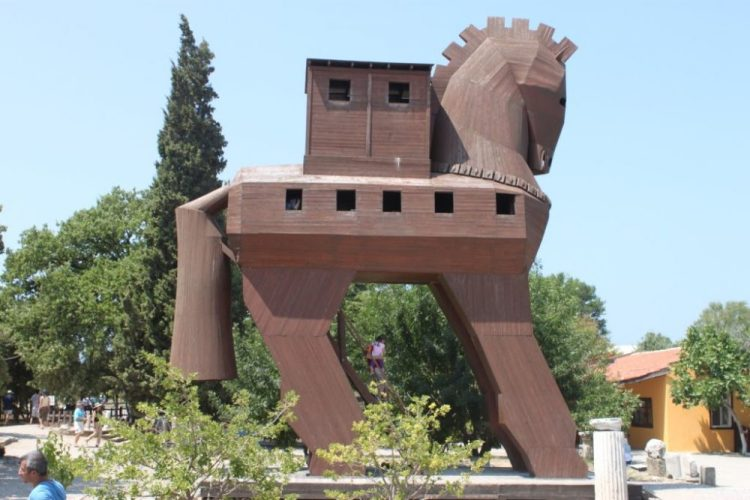 Trojan-horse-Canakkale-archaeological-site