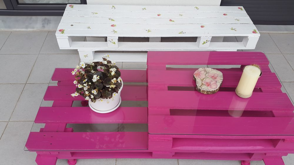 Easy and Cute DIY Outdoor Pallet Furniture Moco choco