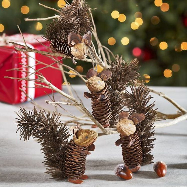 40 easy and cute diy pine cone christmas crafts moco choco - Crafty winter decorations with pine cones ...