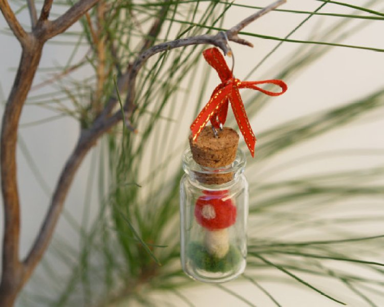 unusual holiday handmade crafts, toadstools in a bottle