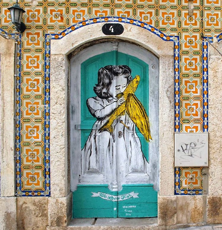 unusual and creative painted doors, Portugal 6