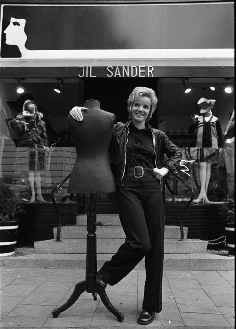 Jil Sander 1968, Jil Sander davanti alla boutique di Amburgo. Scatto di Hans Rudolf Uthoff