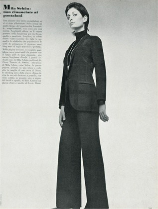 Giorgio Armani 1970, Completo pantalone nero, scatto di Barry Lategan