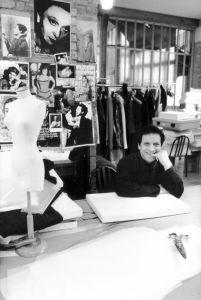 Dizionario della Moda - Alaia nel suo atelier