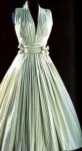 Il famoso abito Ma Griffe della Maison Carven a righe bianche e verdi