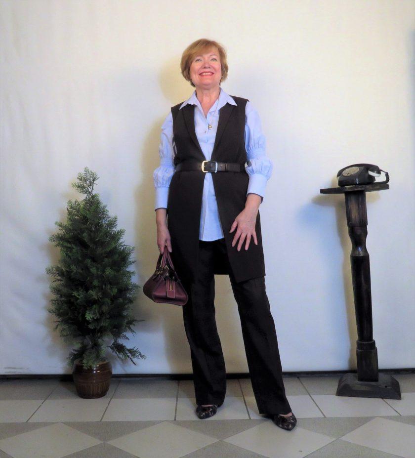 Брючный костюм с длинным жилетом