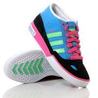 Mavi-siyah-pembe ve krem renklere sahip adidas bayan spor ayakkabı modelleri