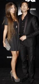 Adrien Brody, que recibió el premio de mejor actor, acompañado por su novia Lara Nieto, con un minivestido y taconazos.