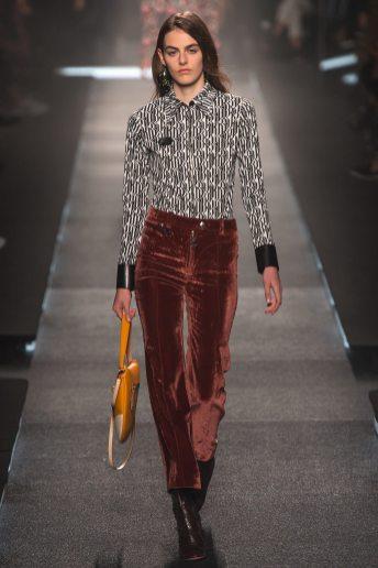 Daphne Simons - Louis Vuitton Spring 2015