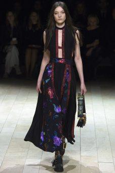 Yumi Lambert - Burberry Fall 2016 Ready-to-Wear