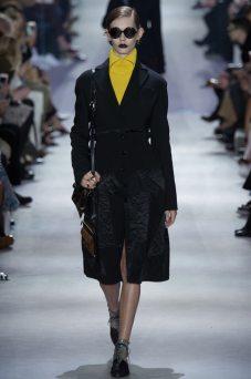 Ondria Hardin - Christian Dior Fall 2016 Ready-to-Wear