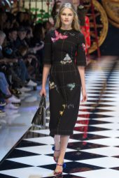 Aneta Pajak - Dolce & Gabbana Fall 2016 Ready-to-Wear