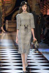 Bara Podzimkova - Dolce & Gabbana Fall 2016 Ready-to-Wear