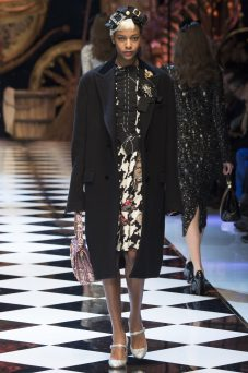 Karly Loyce - Dolce & Gabbana Fall 2016 Ready-to-Wear