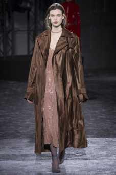 Sara Dijkink - Nina Ricci Fall 2016 Ready-to-Wear