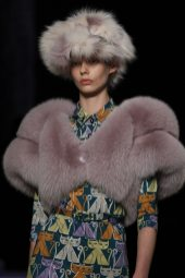 Ondria Hardin - Miu Miu Fall 2017 Ready-to-Wear